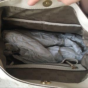 Michael Kors Bags - NWT Michael Kors Large Hobo Bag